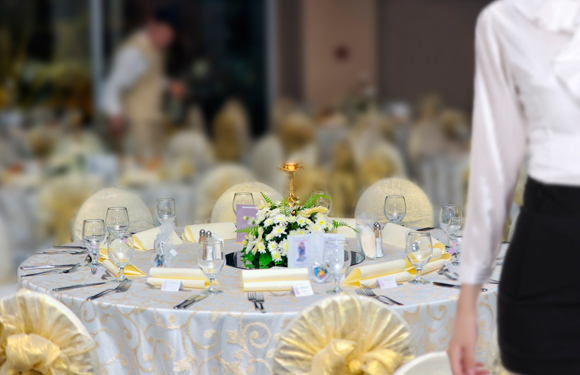 discover_00543DPL_WeddingCosts_Tables_580x375_BC