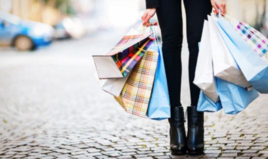 woman holding shopping bags - thumbnail